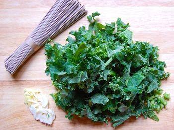 Soba noodles, kale, garlic and ginger