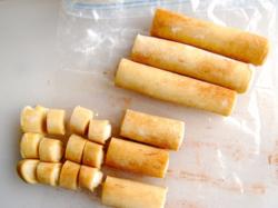 Sprinkle cinnamon powder & cut to 1-inch pieces.